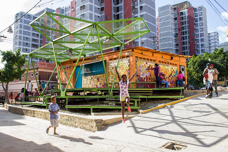 Blogfundamentos espacio de paz en pinto salinas caracas for Espacios de oficinas arquitectura