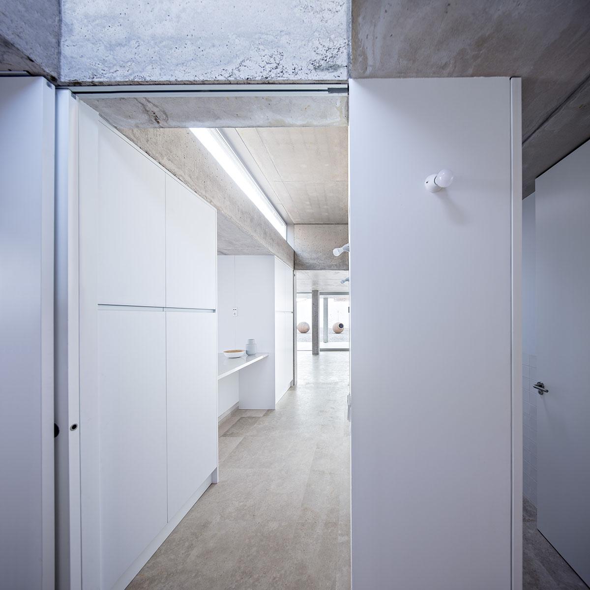Interior Casa entre tapiales - Jesus Donaire